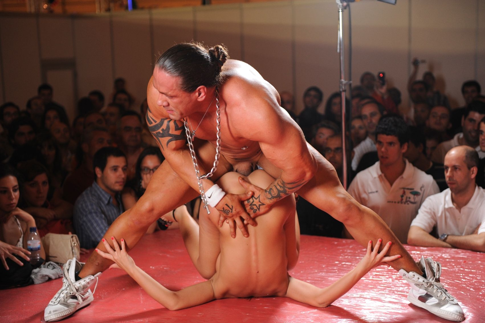 Публичные секс шоу 3 фотография